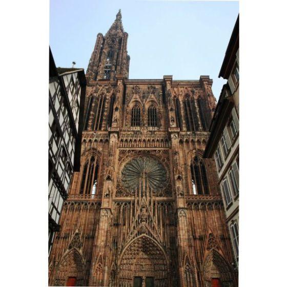 l-imposante-cathedrale-de-strasbourg-culmine-a-142-12492-600-600-F