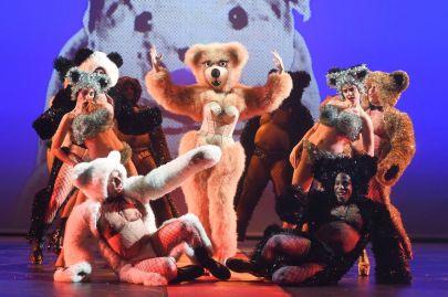 filage-comedie-musicale-fashion-freak-show-jean-paul-gaultier-theatre-des-folies-bergere-paris-septembre-2018_width1024-2